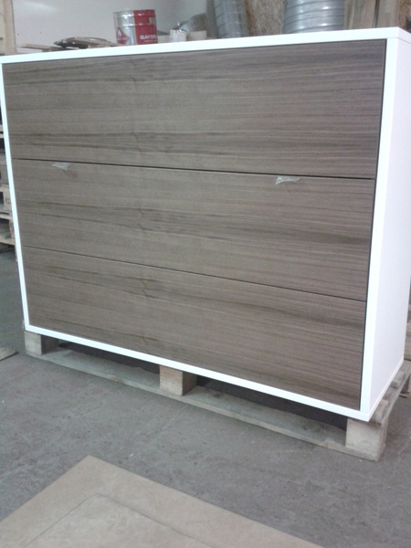 Dresser, frame with white color, drawer fronts walnut veneer