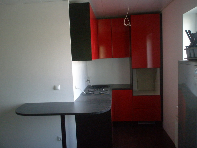 Kitchen with red shiny doors