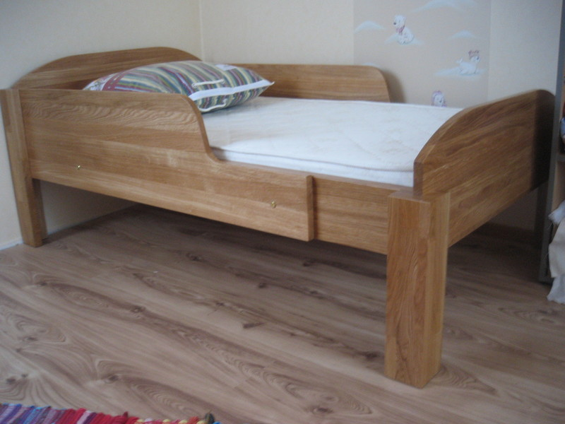 Childrens extendable bed