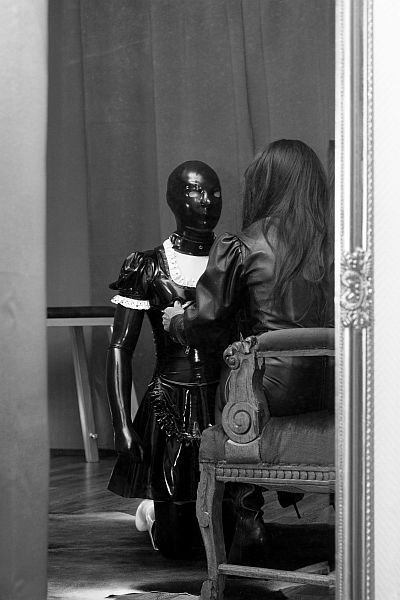 Domina Frankie & a latex sissy