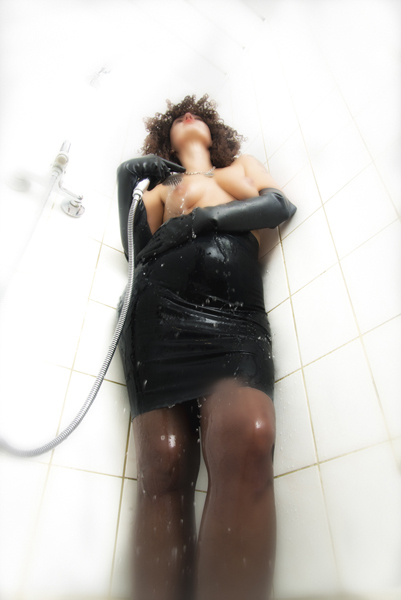 Domina Frankie in shower